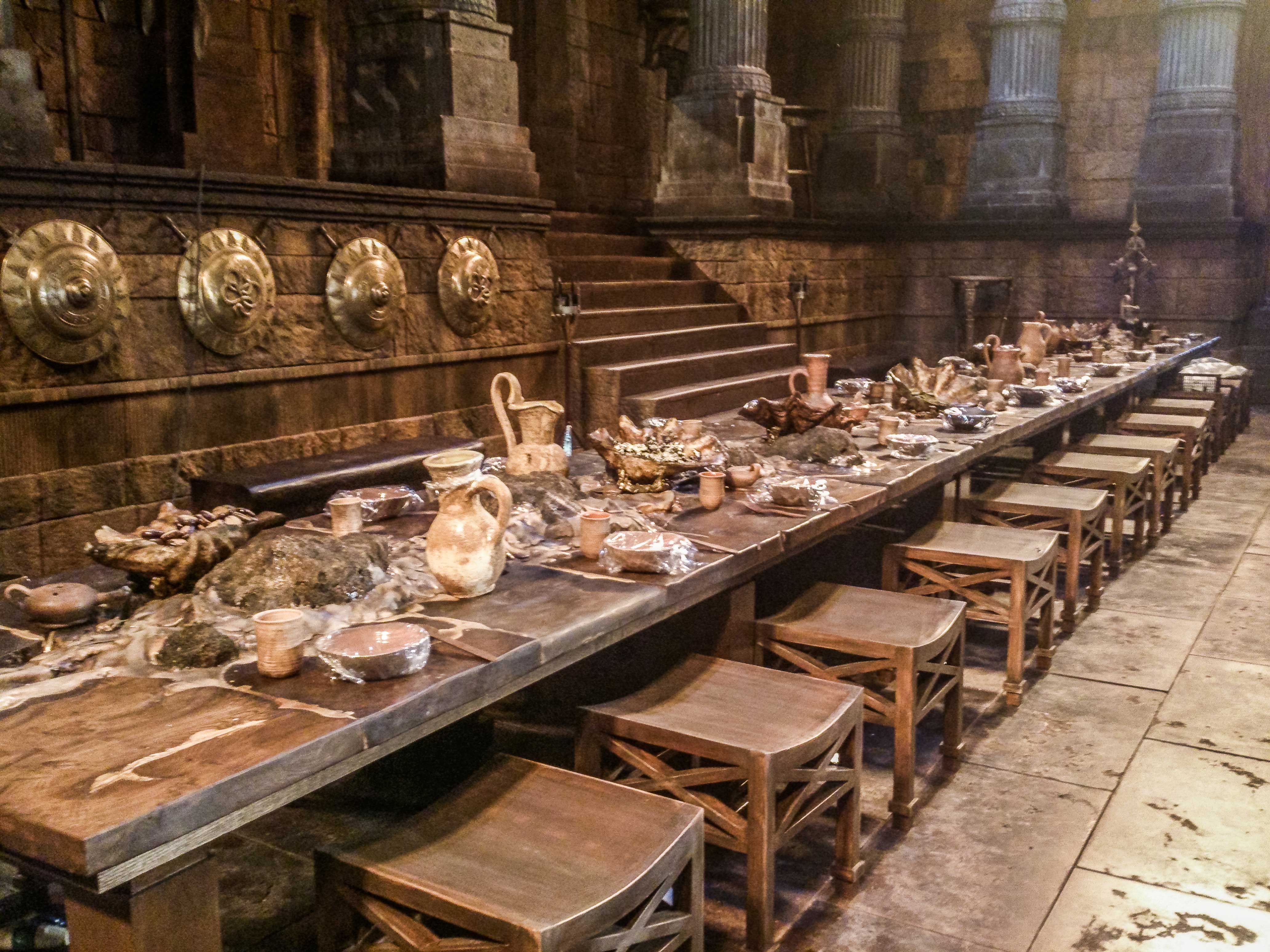 feast_hall_dressed_table_